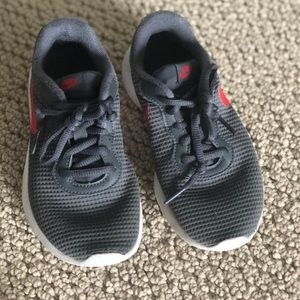 Boys Nike shoes, barely worn